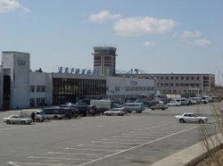 Из-за сильного ветра не смогли сесть в аэропорту Магадана два самолета