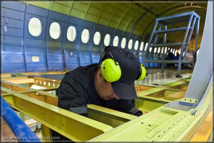 Как делают самолеты: В цеху Комсомольск-на-Амуре , где производят самолеты Сухой Суперджет 100